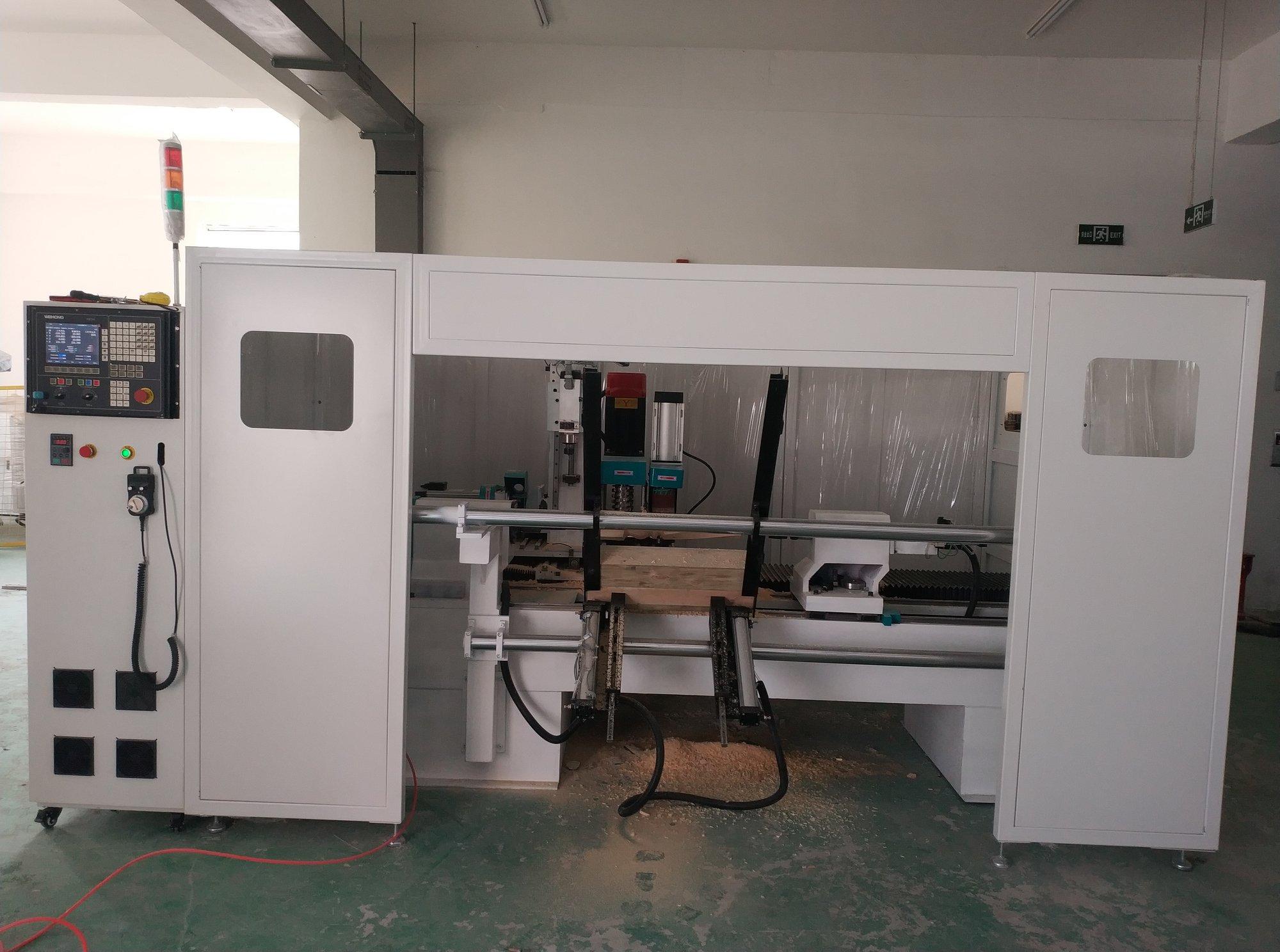 Máy phay gỗ CNC tự động